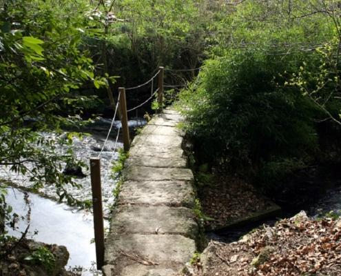 Ponte no río Sarela